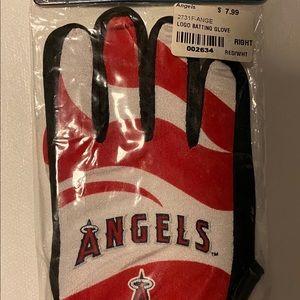 MLB youth battling glove